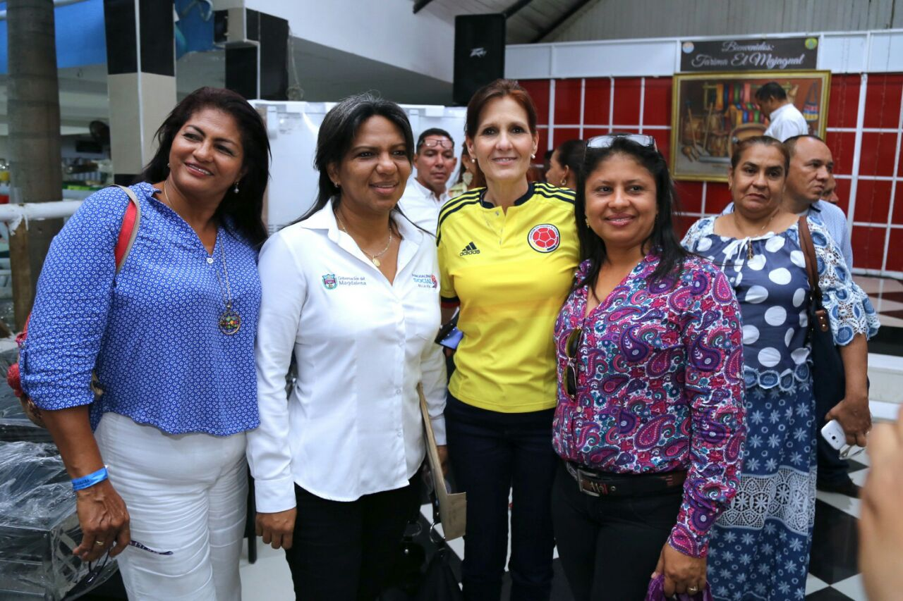 Rosa cotes entrega beneficios a rectores que invirtieron for Comedores escolares en colombia