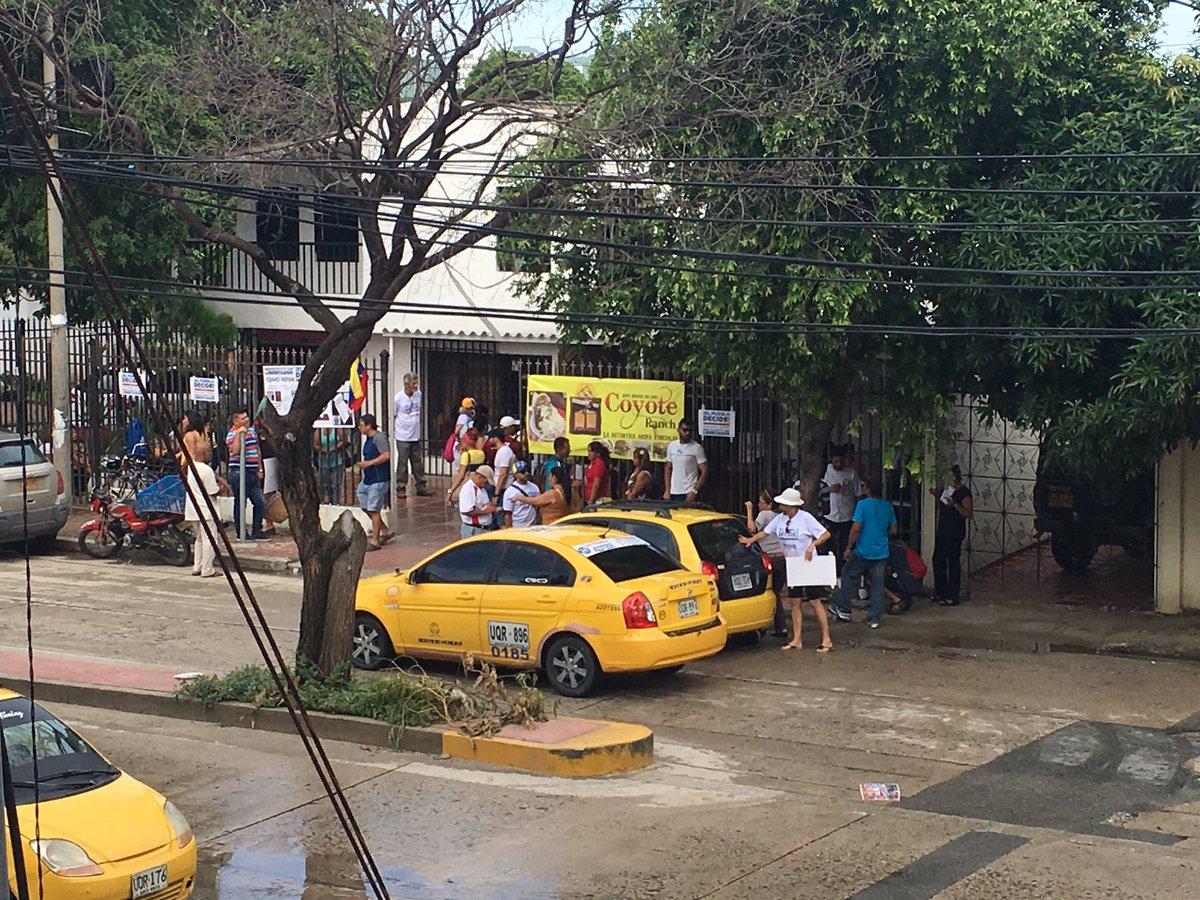 Venezolanos votan hoy plebiscito contra el Gobierno de Maduro