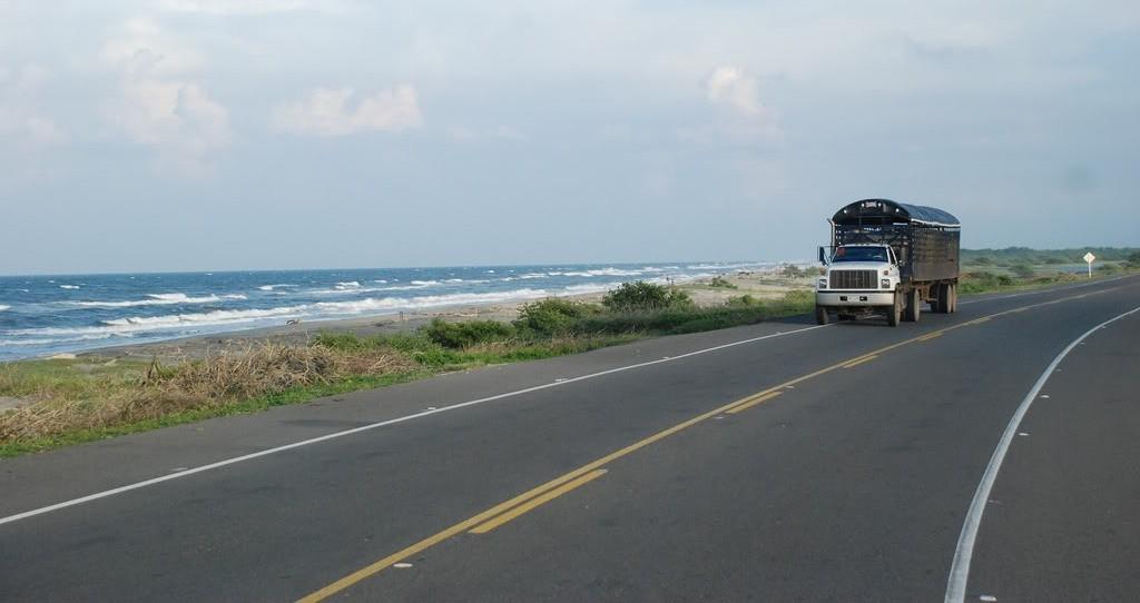 El retraso en la vía Ciénaga-Barranquilla no obedece a incumplimientos del Gobierno