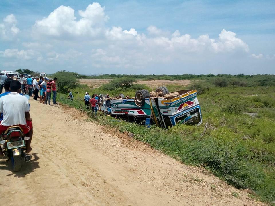 Accidente en tramo de la Vía de La Prosperidad deja un muerto y más de veinte heridos