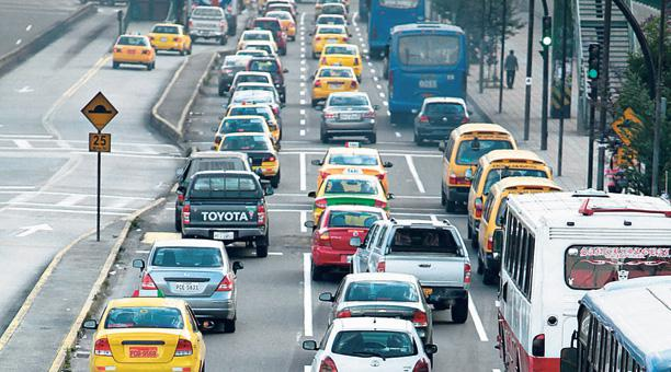 Mañana se definirá si continúa el 'Pico y Placa' para taxis y vehículos particulares